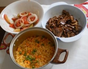 Costeletas com Cogumelos e Arroz de Legumes
