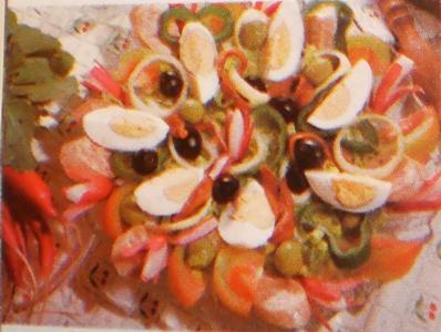 Salada Variada com Chouriço e Anchovas
