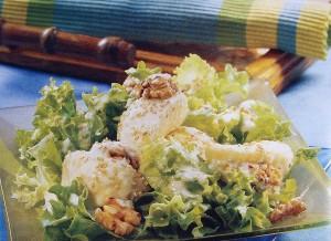 Salada com peras e nozes