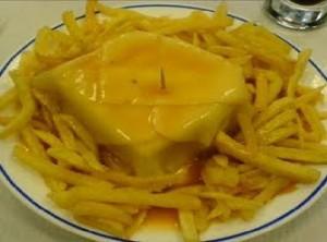 francesinha com batata frita